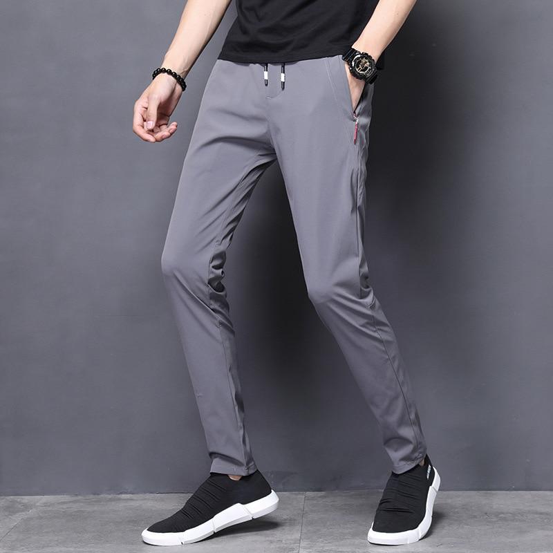 المنتج الأكثر مبيعا في عام 2021 الصيف جديد الحرير الجليد سراويل تقليدية الرجال تمتد ضئيلة الكورية أقدام صغيرة بنطال رياضي ملابس للرجال