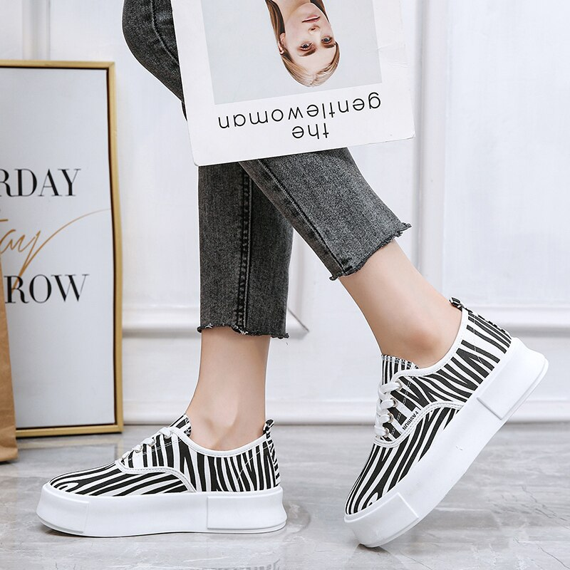 Leopard Pattern Thick Sole Muffin Shoes Women Fashion Trend Casual Board Shoes Women Sports Shoes Vulcanized Shoes Canvas Shoes