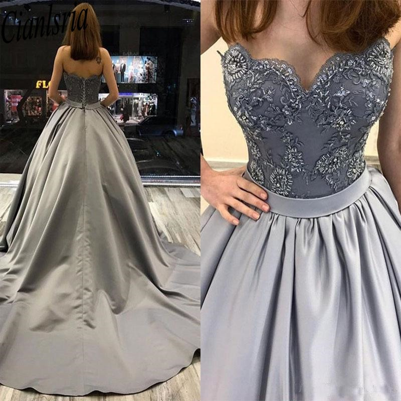 Elegant Vintage Princess Quinceanera Dresses Sweet 16 Evening Dresses Long Sleeves Satin Ball Gown Prom Dresses Vintage Gowns