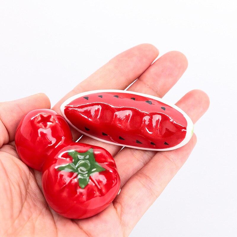 Novo bonito kawaii frutas melancia tomate cerâmica pauzinhos titular suporte prático moda utensílios de cozinha ferramentas venda quente