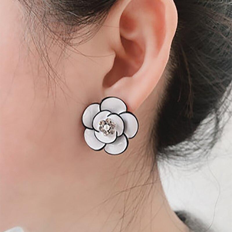 Корейские новые дизайнерские модные ювелирные изделия изысканные медные белые черные медные эмалевые женские серьги с цветком розы ювелир...