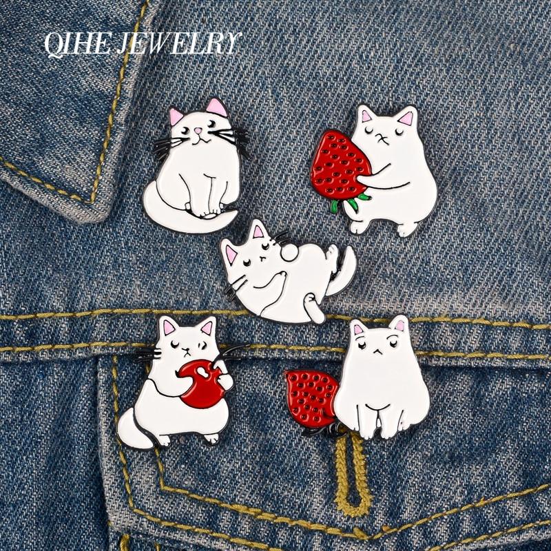 Joyería QIHE gato gordo mascotas pasadores de animales jugar conmigo lindo diario vida broches frutas juguetes insignias encantadores pins regalos para amigos