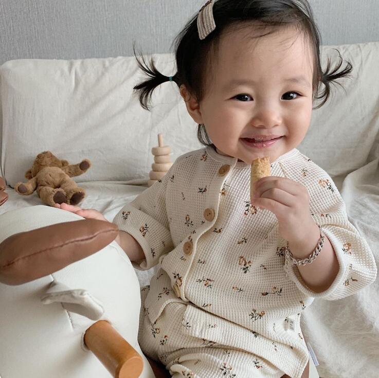 ¡Novedad de 2020! Conjunto de 2 uds de camiseta + pantalón largo para niños pequeños, pijama de algodón a la moda para verano, traje de 1 a 6 años HV87