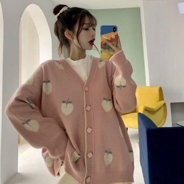 Weiche Stricken Strickjacke Pullover Für Frauen Winter Kleidung Pfirsich Muster V-necked Taste Langarm Ulazzang Japan Casual Weibliche top