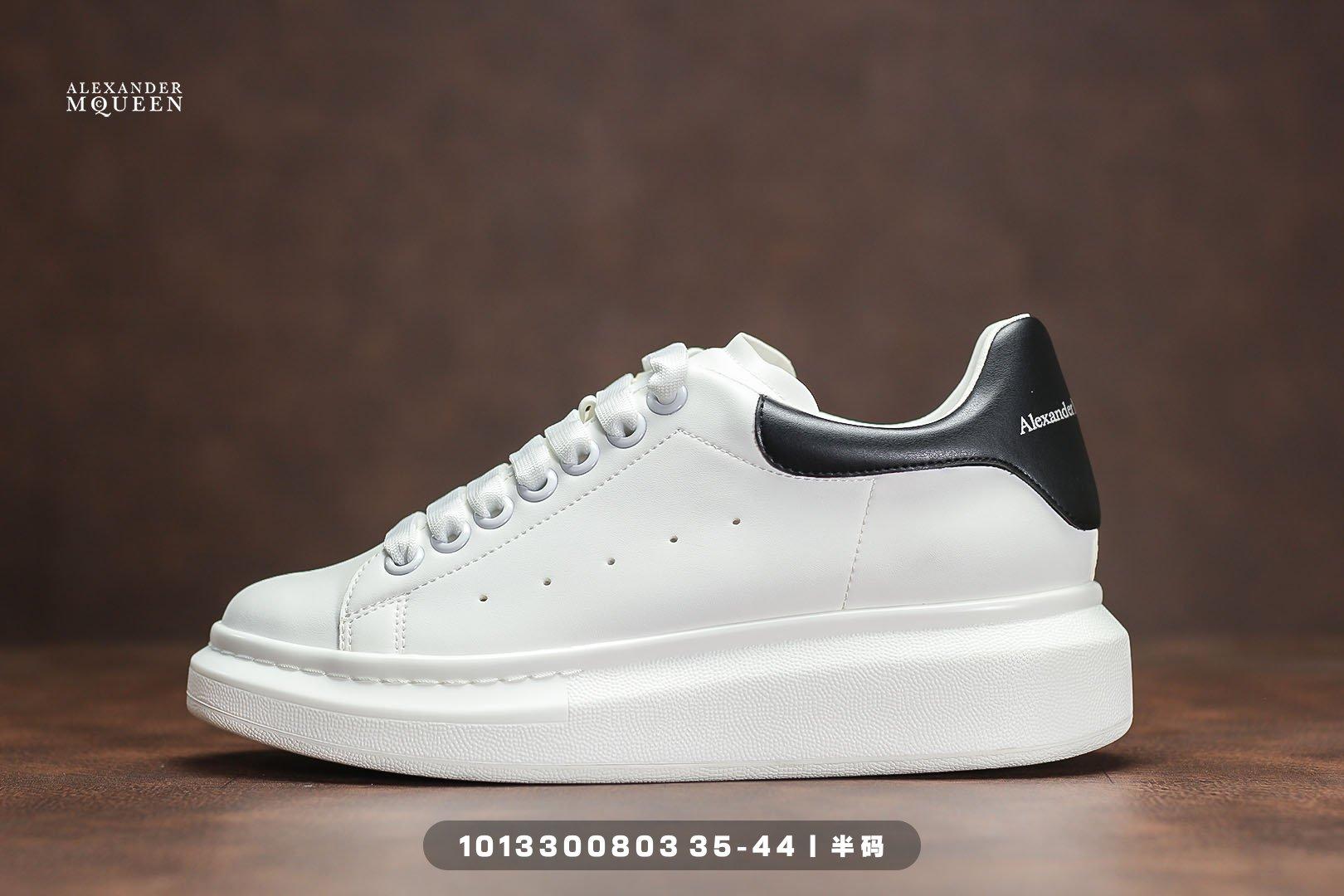 ماكوين صغيرة حذاء أبيض حذاء كاجوال باطن مسطح سميكة القاع الرجال أحذية رياضية الكسندر صحيح زوجين حذاء كاجوال
