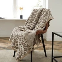 regina thick winter warm throw blanket three color jacquard elegant stripe edge delicate leopard knitted bed cozy plaid blankets