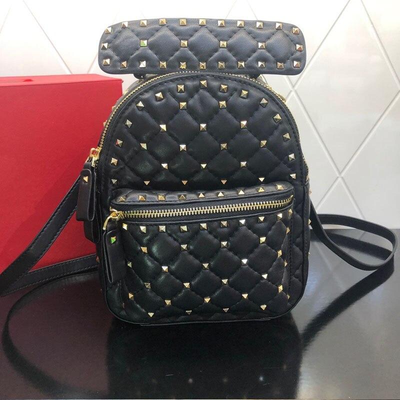 2021 المرأة حقيقية حقيبة ظهر مصنوعة من الجلد برشام عالية الجودة الإناث موضة حقيبة صغيرة على ظهره حقيبة مدرسية للبنات السفر على ظهره
