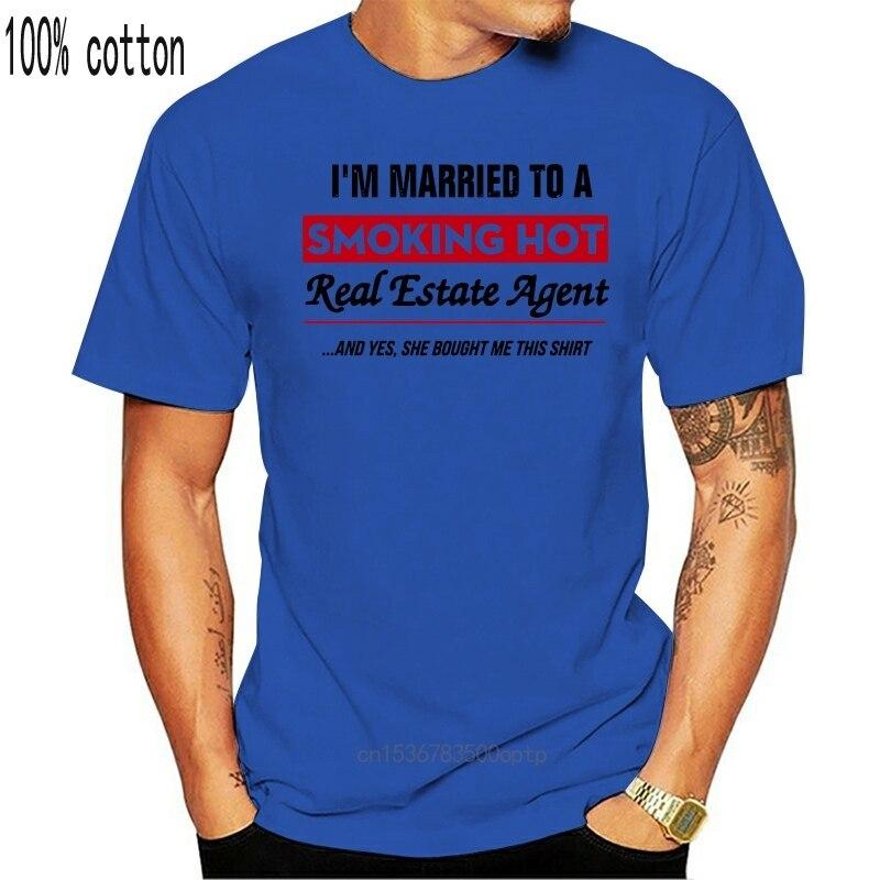 Eu sou casado com um agente imobiliário quente fumar e sim ela me comprou esta camisa camiseta