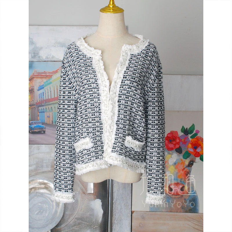 Classic black and white knitted jacquard heavy hand nailed Pearl artificial diamond short knitted cotton + Wool Women's sweater enlarge