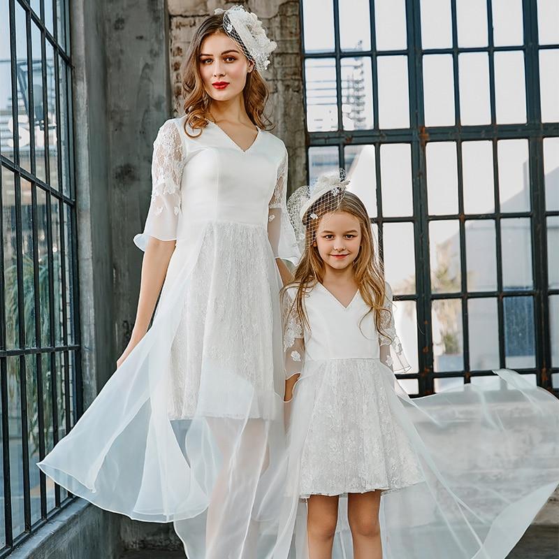 Nova chegada 2020 branco chiffon vestido de dama de honra feito sob encomenda meia mangas formal longo decote em v vestido de festa de casamento com flor menina