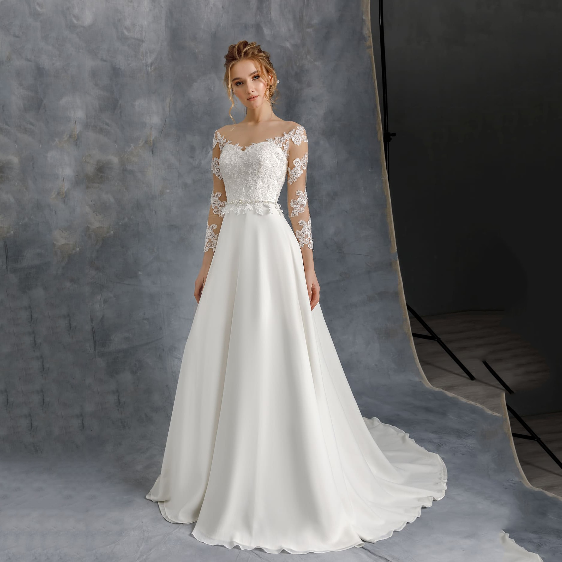 2020 Wedding Dresses Chiffon A Line Sheer O Neck Long Sleeve Bridal Gowns Beading Belt Applique Lace Plus Size R