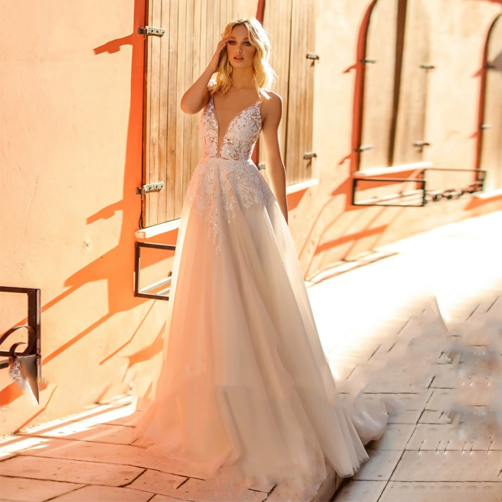 Review Sexy V-Neck Beaded Wedding Dress Sleeveless Lace Appliques Backless Draped Sweep Train Bridal Gowns 2021 Vestido De Noiva