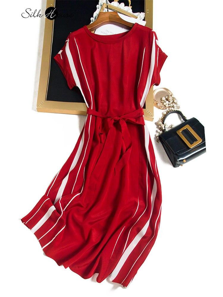 أحمر وأبيض على النقيض قصيرة الأكمام التوت الحرير متوسطة طول فستان الصيف منتجع الشاطئ تنورة
