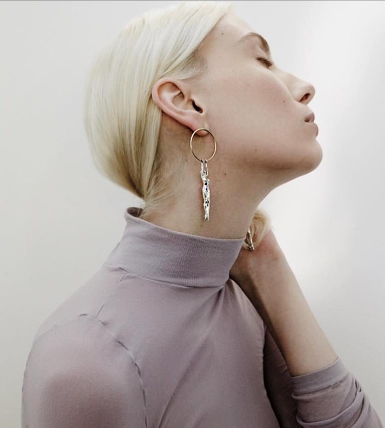 HUANZHI 2020 moda Metal ahueca hacia fuera los pendientes redondos de la gota largo del cuerpo humano declaración pendiente pendientes para las mujeres joyería