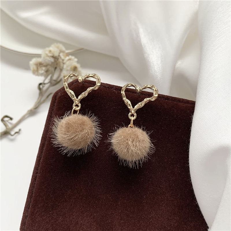 Mode Samt Süße Mädchen Geometrische ball Liebe haarige Kugel Ohrringe Großhandel Ohrringe Voor Women Hochzeit Schmuck
