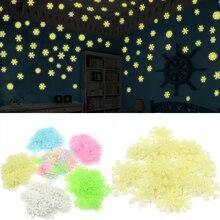Décalcomanies de noël lumineux bébé enfants chambre décoration de la maison flocon de neige lumineux fluorescent stickers muraux environ 50
