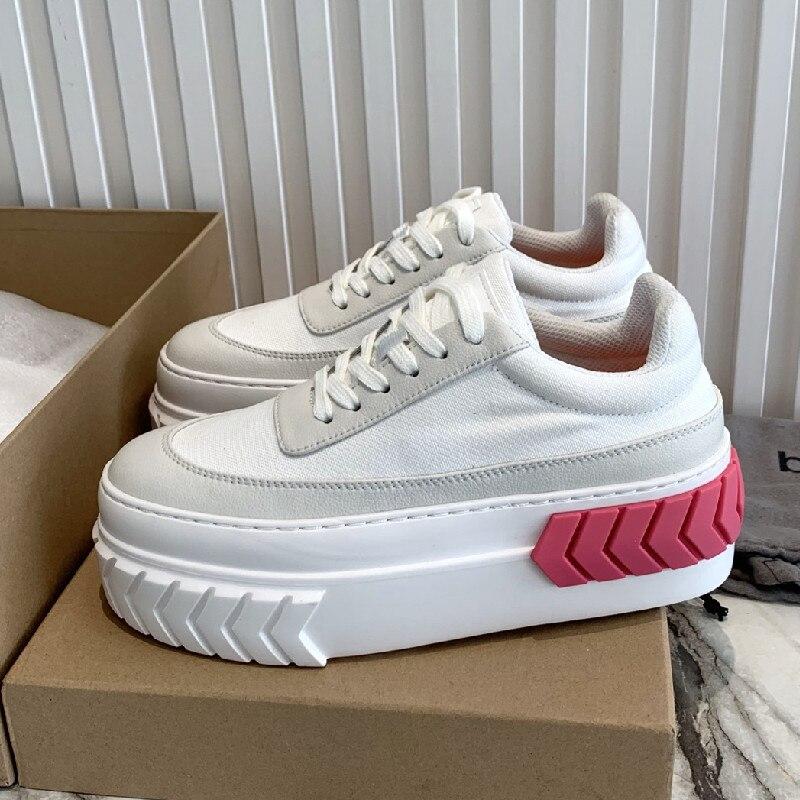 موضة أحذية رياضية 2021 الصيف امرأة مصمم مريح الجلد الحقيقي حذاء كاجوال أحذية منصة السيدات الفاخرة تنفس المدرب
