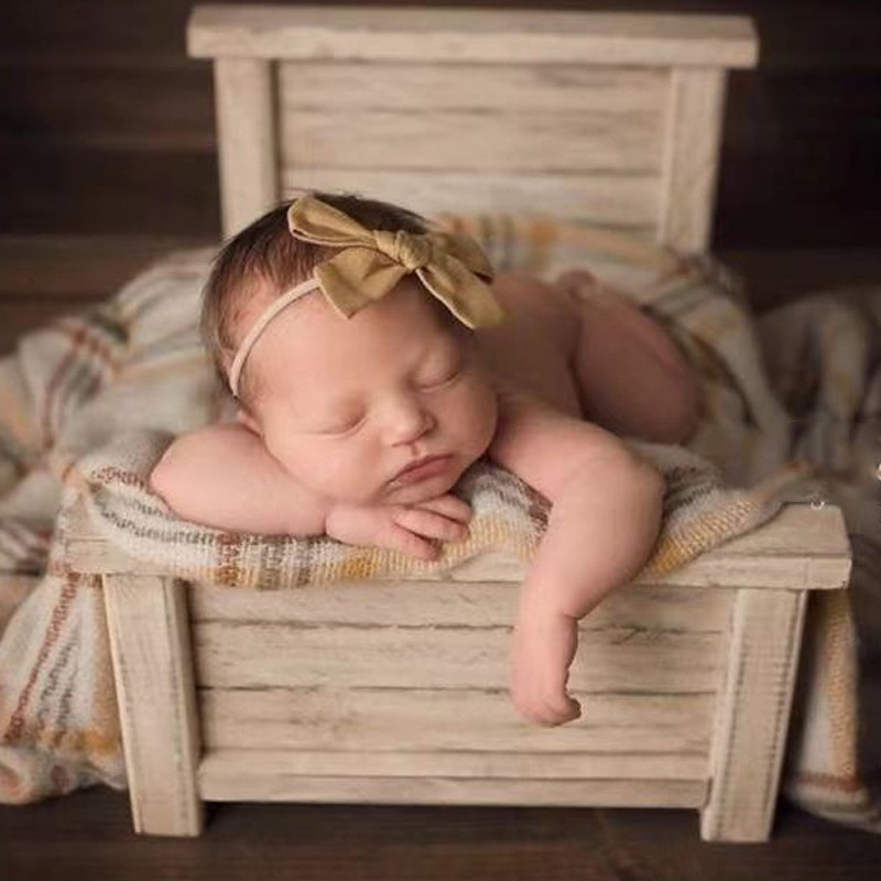 Baby Photography Accessories Background EuropeAnd America Vintage Wood Bed Studio Photo Posing Sofa For Newborns Props Girl enlarge