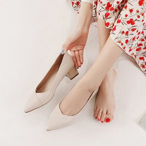 High-quality women's shoes, high-heeled shoes, pointed toe low-heeled professional office all-match single shoes 2021 leather