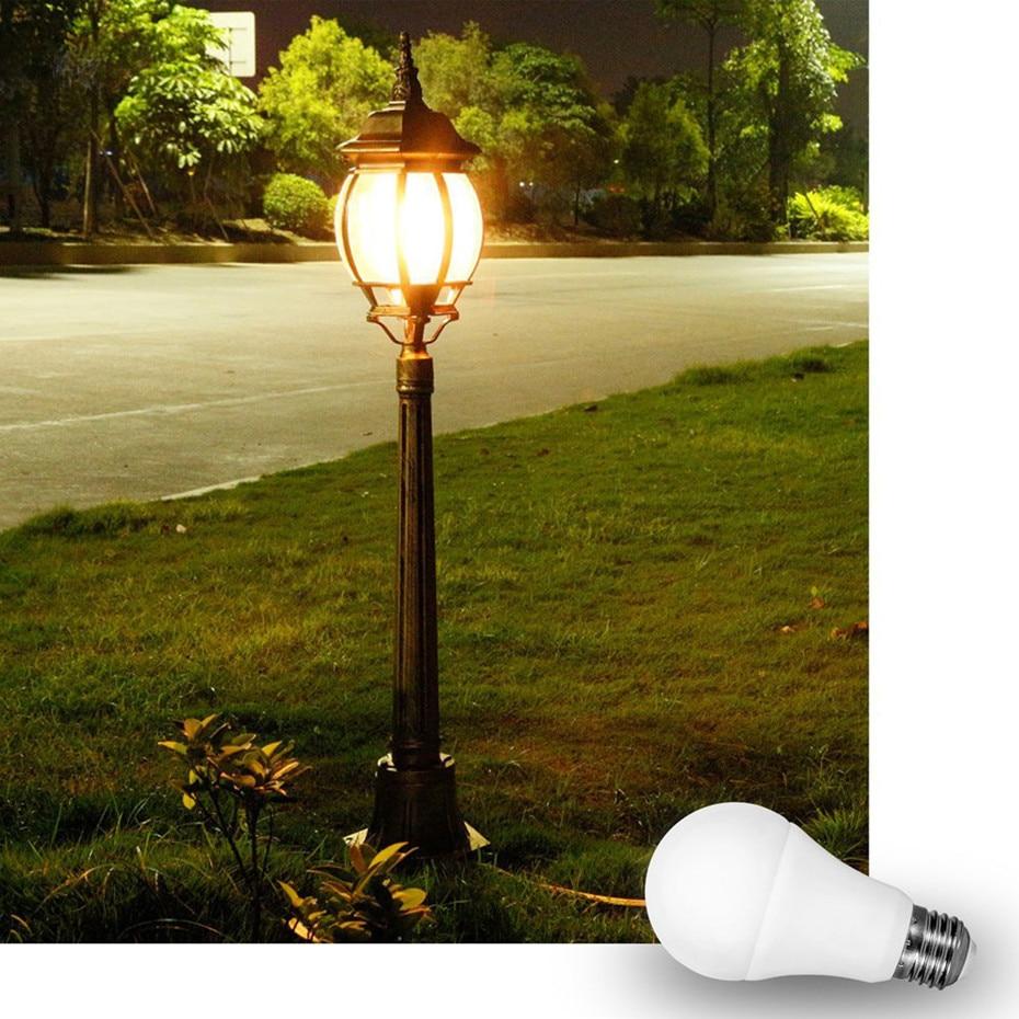 Bombilla de Control de luz E27 B22 10W LED luz inteligente de noche a amanecer LED Sensor de lámpara automático encendido/apagado bombilla para patio de garaje