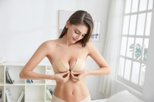 2019 Sexy hot sell invisible bra strapless bra push up silicone bra with sexy evening dress