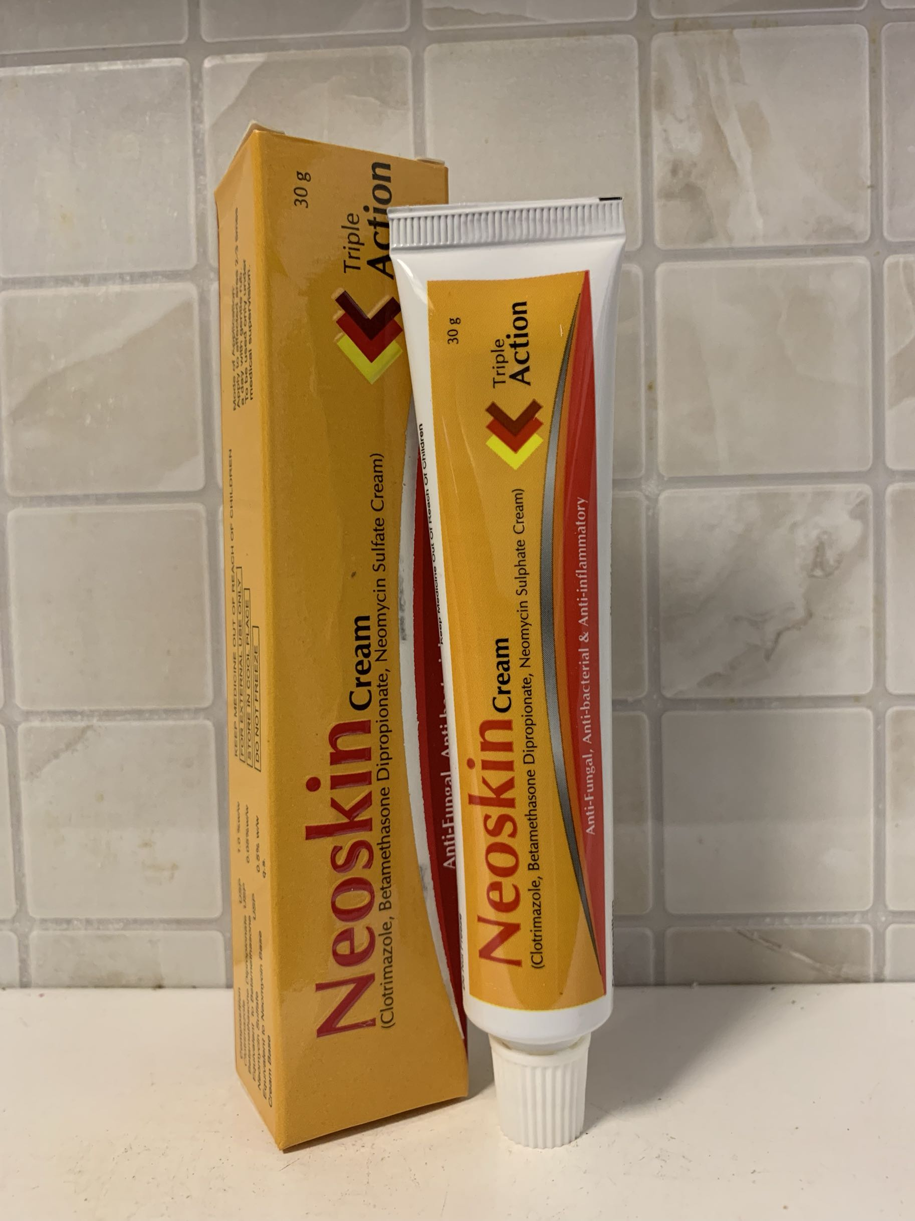 Neoskin Cream Triple Action 30g