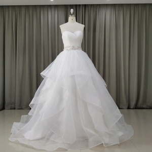 White Strapless Wedding Dresses with sashes Ball Gown Simple Wedding Gowns Tiered Skirt Sweep Train Open Back Robe de mariée