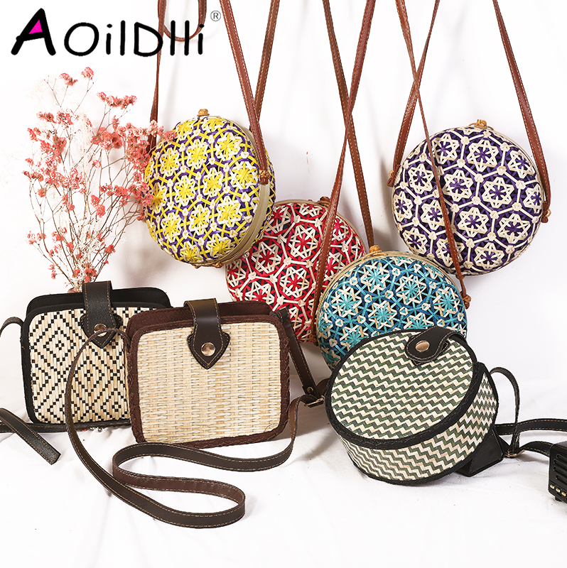 2020 Round Straw Bags Women Summer Rattan Bag Handmade Woven Beach Cross Body Bag Circle Bohemia Handbag Bali Box Dropshipping