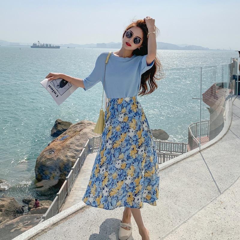 رداء غير رسمية على الموضة للنساء ، صيف 2021 جديد متماسكة تي شيرت تنورة الأزهار قطعتين فستان نسائي