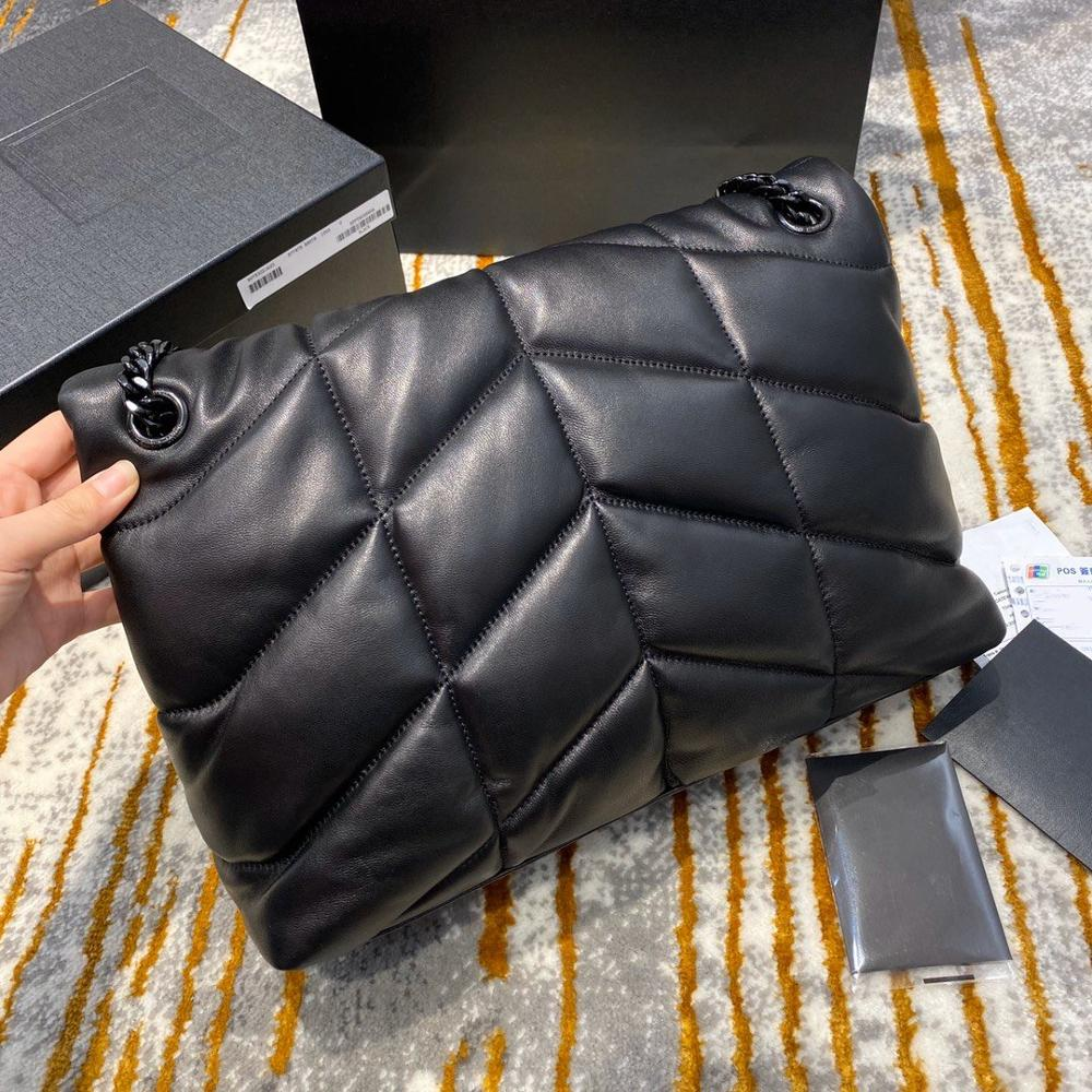 حقيبة يد نسائية فاخرة بحزام سلسلة على شكل حرف v ، حقيبة كتف hobo ، جلد خراف ناعم مستورد ، ماركة أوروبية عالية الجودة