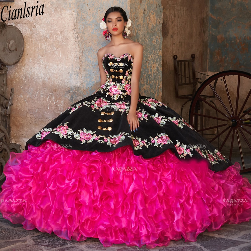 2021 Floral Appliqued Ball Gown Quinceanera Dresses Beaded Sweetheart Prom Gowns Sweep Train Organza Tiered Sweet 15