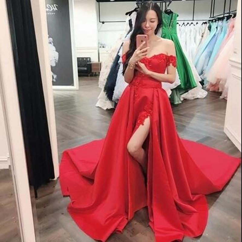 Vestido de noche rojo satinado con cuello de barco, vestido Sexy de encaje con abertura lateral, hombros descubiertos, Espalda descubierta, Simple, para baile de graduación, corte de tren para Formal, 2021