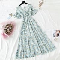 Приталенное платье с V-вырезом Посмотреть