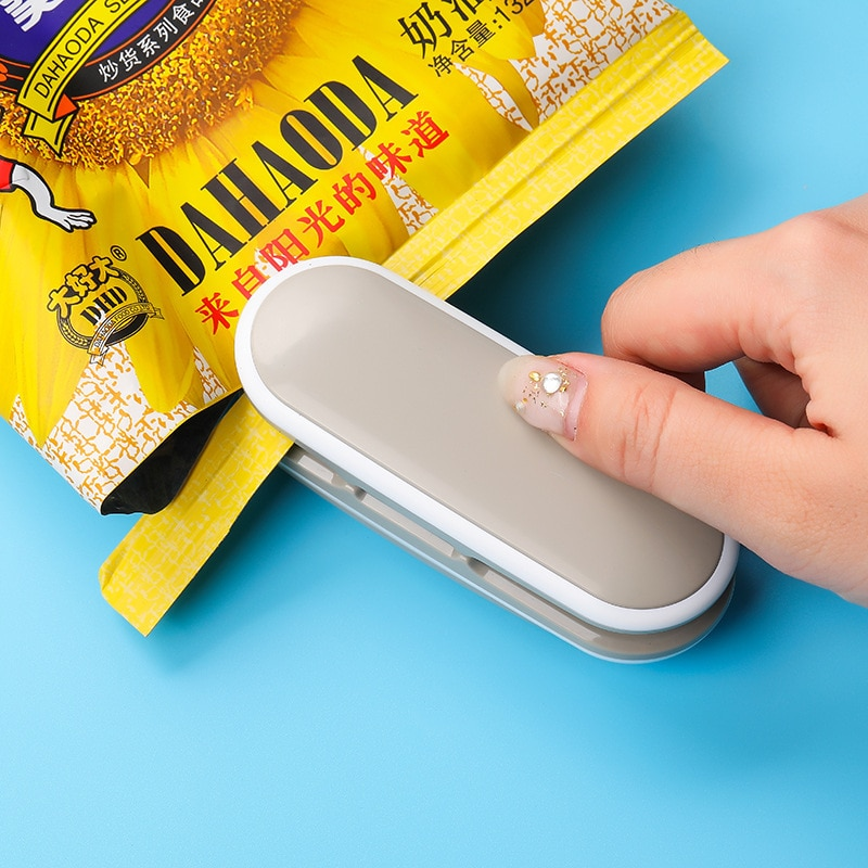 Mini Heat Sealer Sealing Machine Portable Handy Package Sealing Machines Snacks Bags Heat Sealer Vacuum Resealer