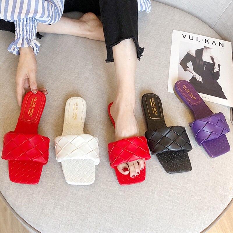 Sandálias femininas de marca luxuosa, chinelos baixos em roxo, sandálias de verão, listradas, sapatos sexy para baile, escritório, 2020