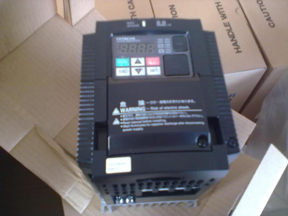 Nowy i oryginalny inwerter WJ200-004HFC-M 0.4KW 380V