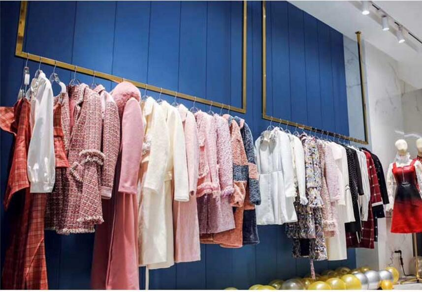 Clothes display rack, wall hanger, women's clothing store, shelf, stainless steel ceiling, wedding dress display rack