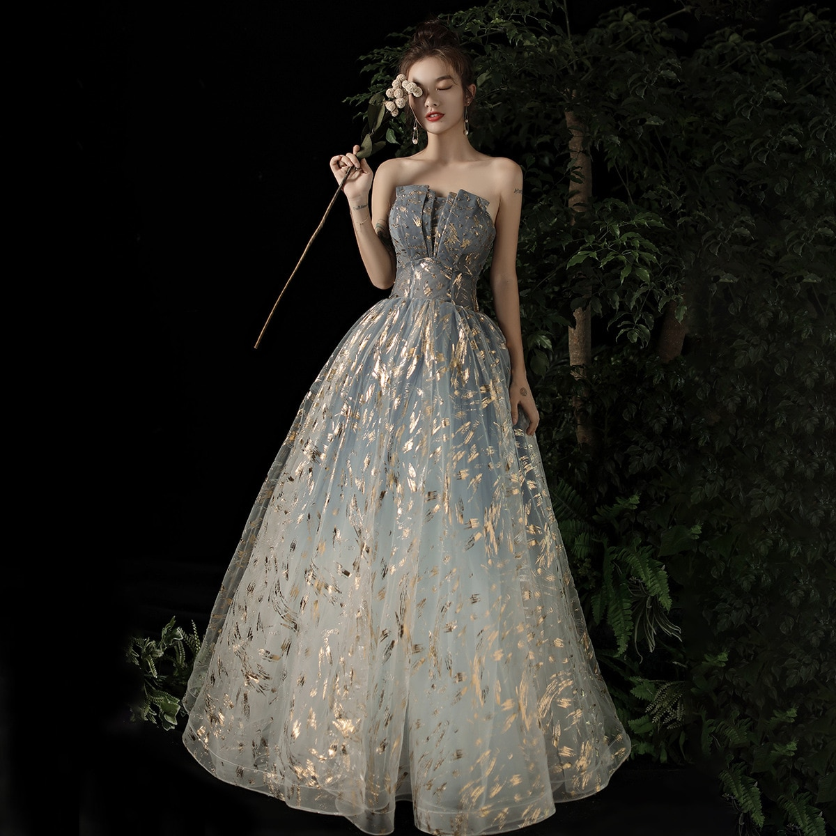 2020 New Banquet Fashion Elegant Evening Dress Strapless Luxury A-line Prom Dress Sexy Backless Gold