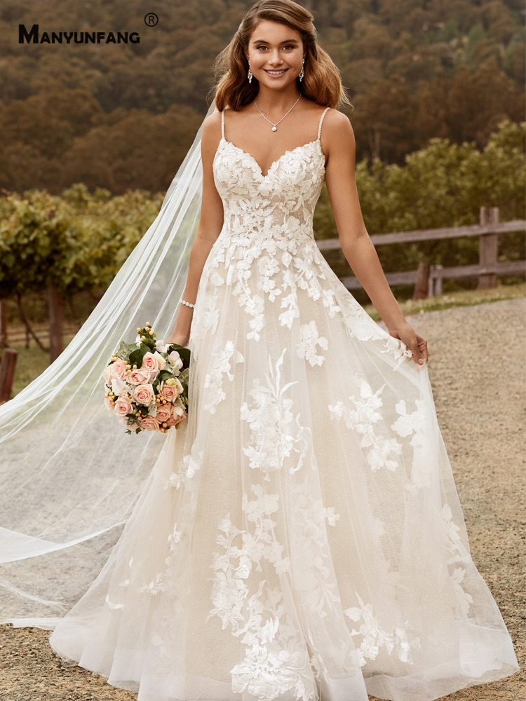 Review 2021 Hot Sale Spaghetti Straps Embroidery Appliques Tulle Chapel Train Bridal Ball Gown Elegant Sweetheart Neck Wedding Dress