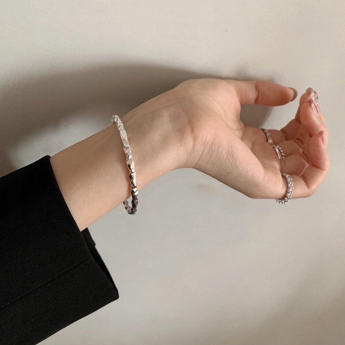 Brazaletes de zirconia Azul Mate hechos a mano para mujeres, brazaletes con textura de Plata Irregular esterlina 925, joyería de regalo para cumpleaños de Corea