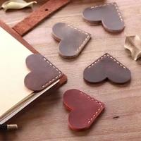 1 Pcs Vintage PU Leather Love Heart Shape Bookmarks for Book Mini Corner Page Marker Bookmark for Reader Teacher Stationery Gift
