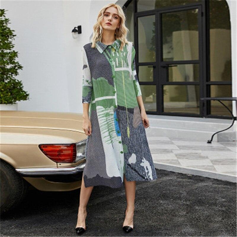 Miyake مطوي زر المرأة فستان الربيع والخريف التلبيب موضة طويلة فضفاضة كبيرة الحجم ثلاثة أرباع كم الطباعة النساء