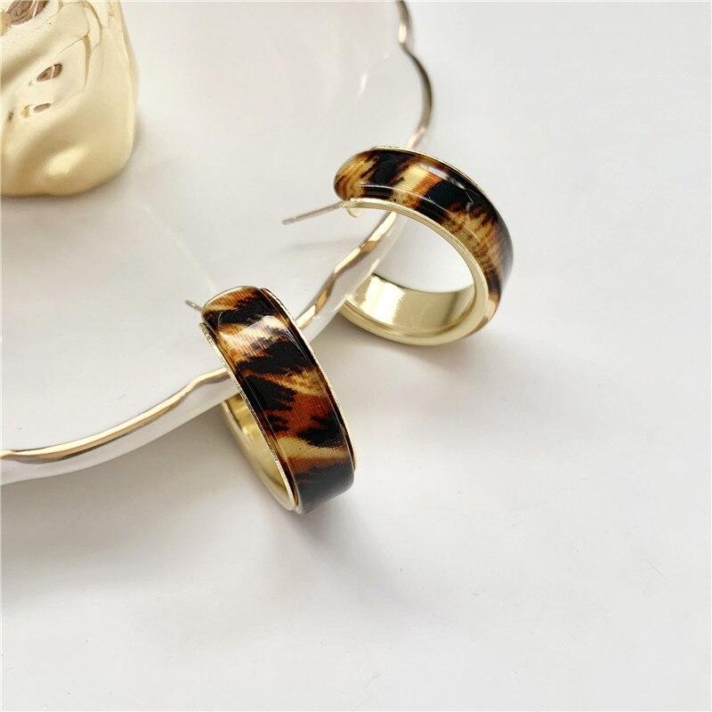 Temperamento contratado metal c palavra acrílico leopardo brincos estilo minimalista do vintage brincos para mulheres jóias fazendo