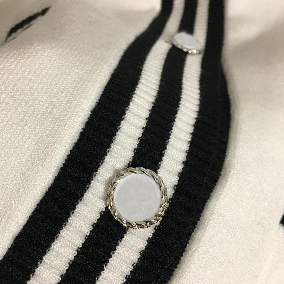 deluxe design letter jacquard women's knitted cardigan temperament contrast color V-Neck long sleeve women's knitted cardigan enlarge