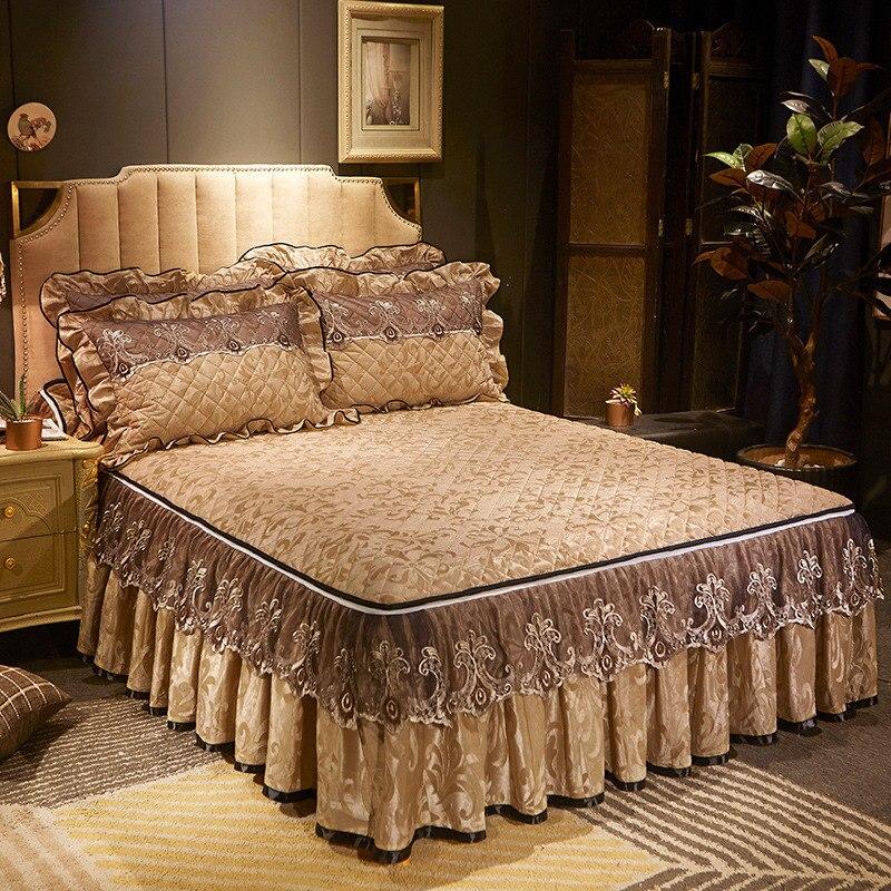 Europeu veludo acolchoado cama saia rendas plissado dupla rainha colcha conjunto rei com zíper capa de cama com travesseiro shams 3-piece