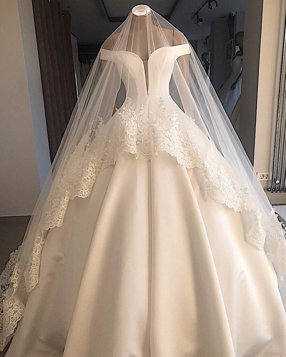 حالمة-فستان زفاف ساتان أبيض ، أكتاف عارية ، بسيط ، ثوب الكرة ، مثير ، رسن ، مقاس كبير ، مع الحجاب