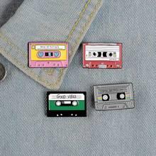 Meilleur Des 90s Violet Métallique Cassette Émail Broche Personnalité Créative Ruban Record Insigne Nouvelle Mode Bijoux Cadeau
