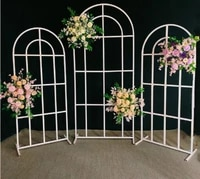 the wedding stage is decorated with iron arched props and the mori wedding scene is decorated with screen guides