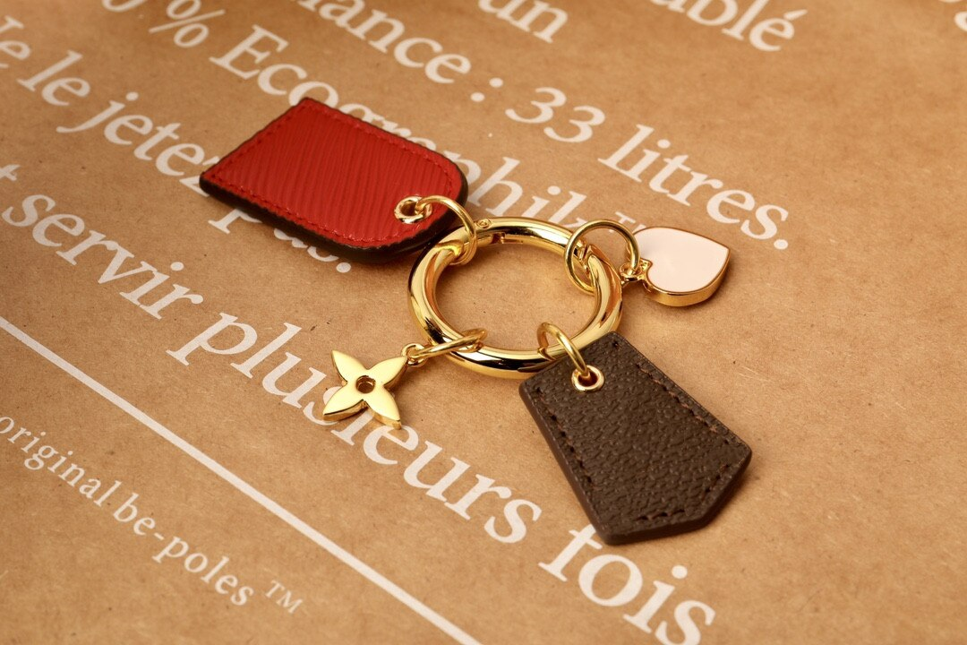 Luxury Brands Leather Classic Heart-Shaped Keychain More Style Bag Charm Pendant Keyring Car Key Acc