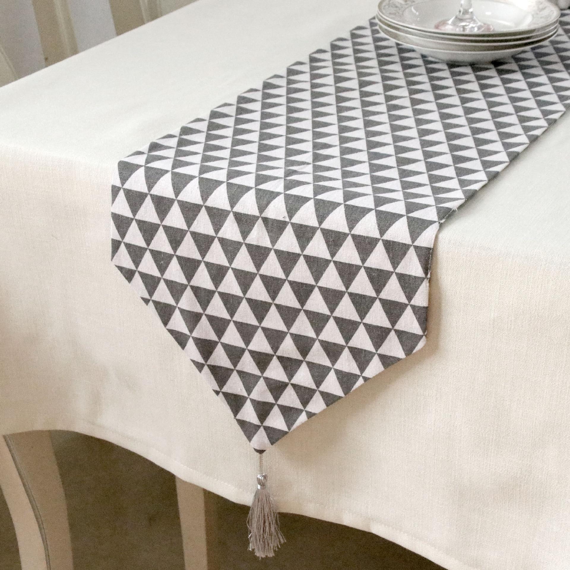 بسيطة وحديثة هندسية مثلث نمط الجدول عداء مع شرابة-قماش البوليستر زخارف أعلى الطاولة ديكور المنزل